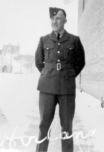 Francis Hoiland in his WWII Air Force uniform.