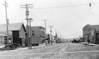 Black & white photo of main street Okotoks early 1900s