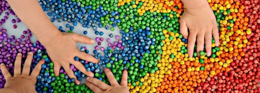 Toddler art colour sorting